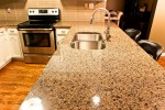 tropic-brown-kitchen_10